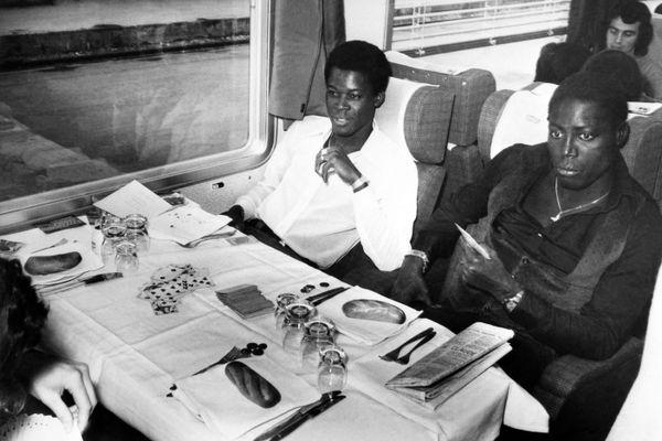 """Jean-Pierre Adams avait porté les couleurs du Nîmes Olympique à 84 reprises et formait avec Marius Trésor """"la garde noire"""" en Équipe de France."""