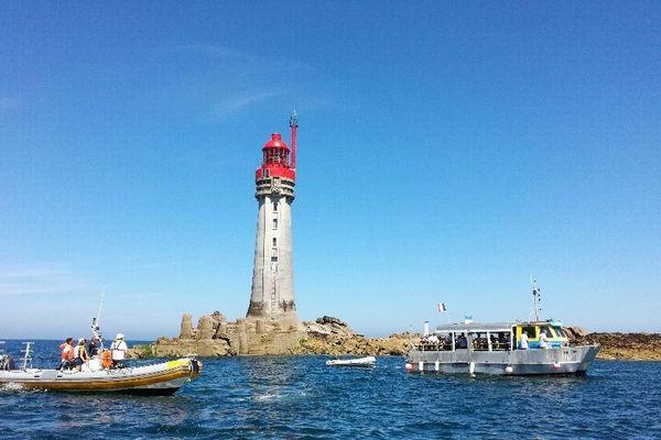 Les bateaux au pied du phare du grand jardin