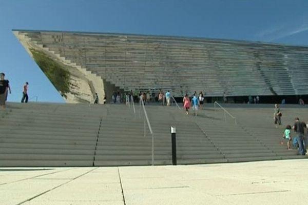 """Les premiers visiteurs au palais des sports """"Kindarena"""" à Rouen"""