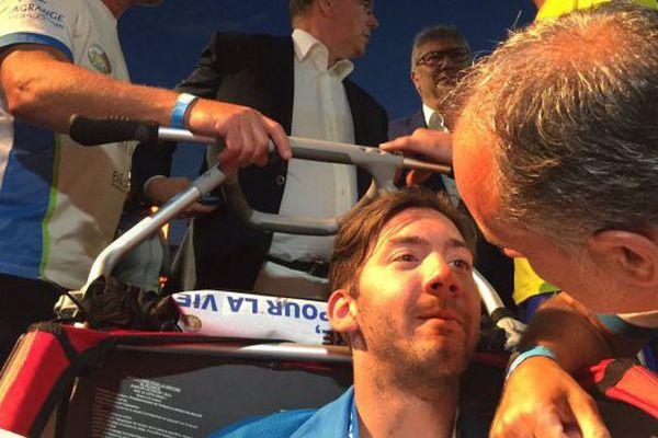 05/06/16 - Kevin Roustand, 23 ans, atteint d'atrophie cérébrale, à l'arrivée de l'Iron Man de Nice avec le sportif de haut niveau Christophe Santini.