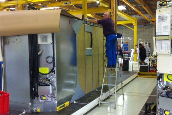 """STX France a inauguré dans la zone industrielle de Saint-Nazaire son nouveau site de production de cabines, destinées notamment aux deux paquebots géants de la classe """"Oasis"""""""