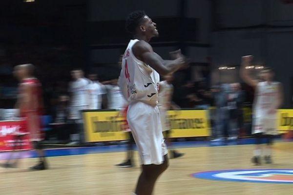 La célébration de Jarvis Williams après un dunk (60-35, 26')