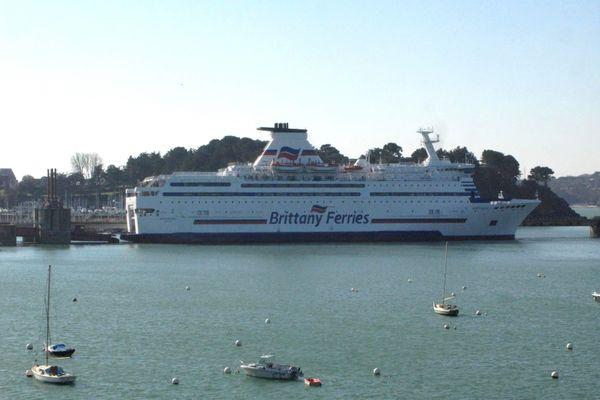Les passagers du navire Le Bretagne n'ont pas pu débarquer
