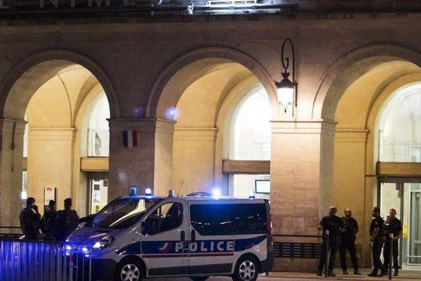 ARCHIVES. Ce samedi 19 août 2017, important dispositif de sécurité autour de la gare de Nîmes.