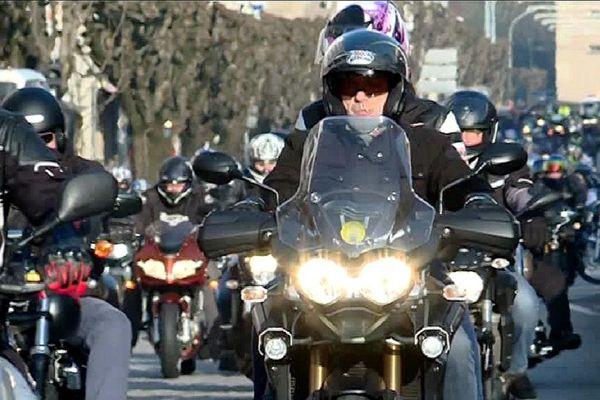 Plus de 500 motards ont ralenti la circulation