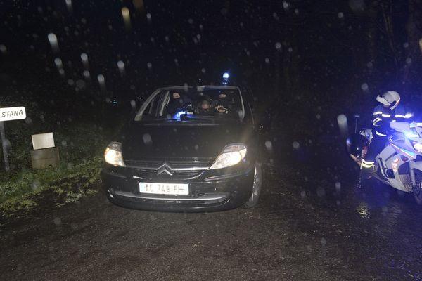 Le suspect, Hubert Caouissin, arrive sur les lieux des recherches, ce 8 mars