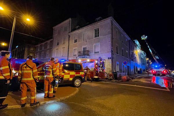 De nombreux sapeurs-pompiers et une chaîne de commandement mobilisés lors de l'incendie du 27 août 2021 dans le quartier de la gare à Limoges.