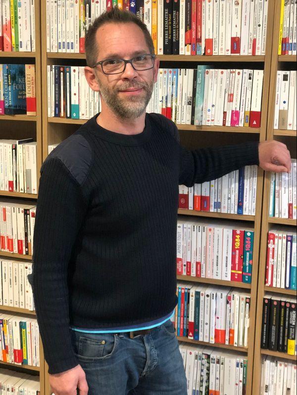 Bertrand Watelet, le gérant de la librairie Amory, à Reims, propose le click and collect. Il pense à ses voisins, également commerçants, obligés de fermer.
