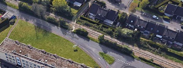 """Entre Rouen et Elbeuf, la ligne de chemin de fer (inutilisée)  qui traverse Grand-Couronne et qui depuis l'arrêt de l'activité de la raffinerie Pétroplus pourrait permette le transport des passagers  en """"tram-train"""". Un projet qui remonte au milieu des années 80..."""
