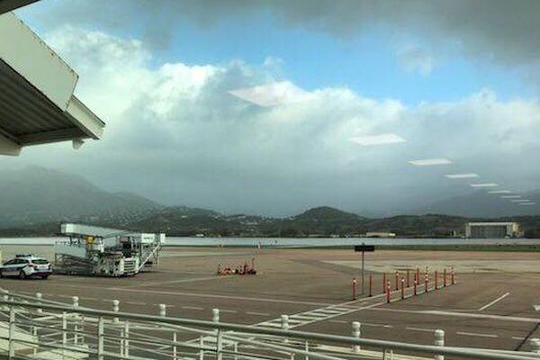 A Ajaccio comme dans tous les autres aéroports de Corse, ce dimanche, les avions sont à l'arrêt.