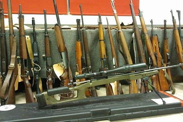 Carcassonne - la saisie de 400 armes et 15.000 munitions - 12 décembre 2013.