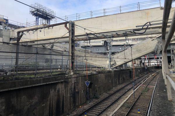 Une poutre de plusieurs centaines de tonnes est tombée sur les voies d'accès principales à la Gare d'Austerlitz.