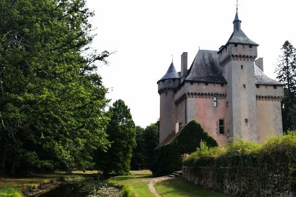 La forteresse du XVe siècle a été très bien conservée.