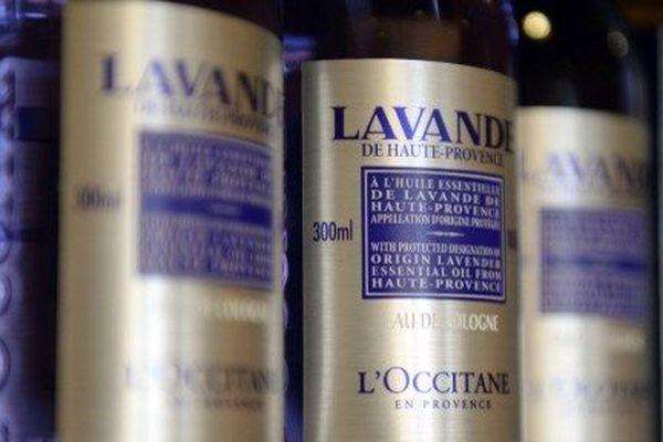 Des huiles essentielles de la marque l'Occitane, produites à Manosque, en Provence.