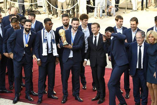 L'équipe de France de football a été reçue à l'Elysée le 16 juillet 2018 pour fêter leur victoire à la coupe du monde