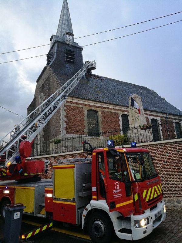 Intervention des pompiers sur le clocher de l'église de Briastre mercredi soir.
