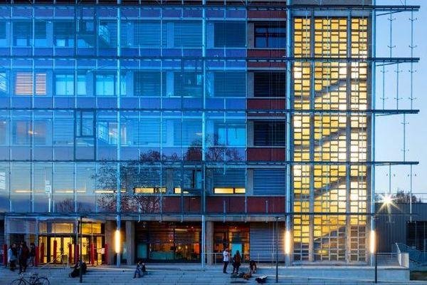 Le campus de Talence - L'université de Bordeaux s'ouvre pour informer les futurs bacheliers sur les filières d'enseignement, la vie sur le campus..