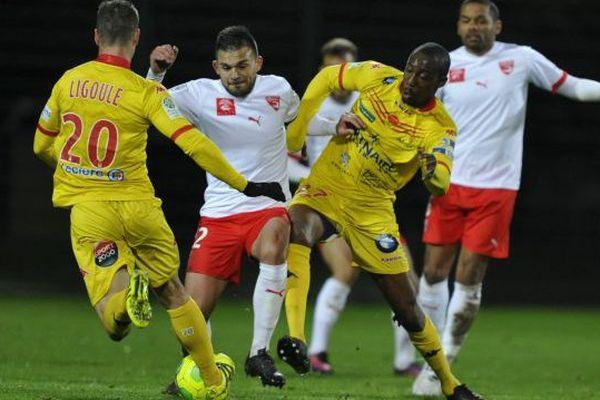 L'équipe de Nîmes Olympique vaincue 2/1 par Orléans, vendredi 18.11.16