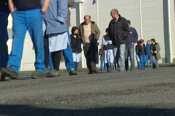 Des salariés d'Albany ont débrayé à Saint-Junien mardi 27 novembre 2012