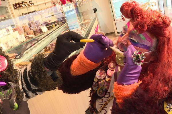 les carnavaleux prennent leur vaccin Cova 10