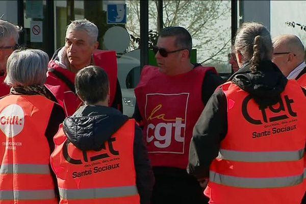 Les syndicats de l'ADAPEI 79 réclament une prime de 400 euros pour tous les salariés de l'association en Deux-Sèvres.