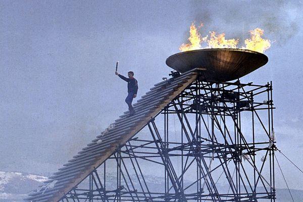 Cérémonie d ouverture des Jeux Olympiques d'hiver de Grenoble en Fevrier 1968. Alain CALMAT vient d'allumer la flamme olympique.
