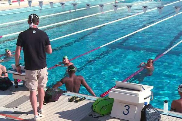 Depuis le lundi 25 mai les nageurs de haut-niveau du club des dauphins du TOEC plongent à nouveau dans la piscine olympique de Toulouse.
