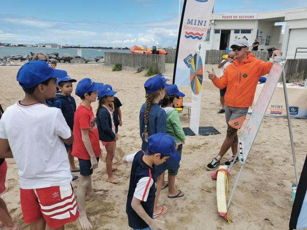 Petit cours sur les numéros d'urgence avec les nageurs-sauveteurs. Des numéros à connaître absolument.