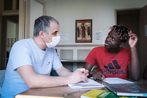 Dans le Puy-de-Dôme, moins d'une dizaine de familles bénévoles accueillent des mineurs étrangers.