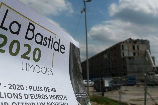 Les barres démolies en fond, et l'annonce du projet : La Bastide en chantier !