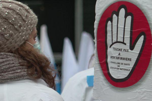 Alors que certains collèges dans le Calvados et à Caen n'ont plus d'infirmière présente chaque jour dans l'établissement mais juste quelques heures, une fois dans la semaine : elles se sont mobilisées pour protester
