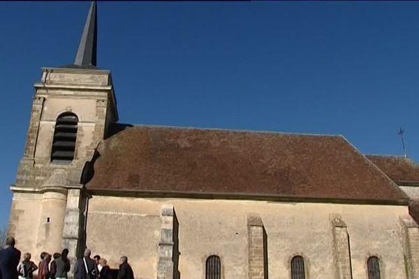L'église d'Asquins qui a besoin de travaux.