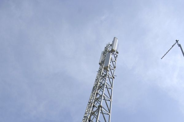 L'antenne-relais prévue à Crêches-sur-Saône serait similaire à celle-ci : 20 mètres de haut