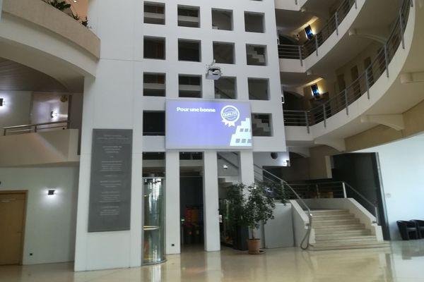 12/03/2020. L'hôtel de Région Provence-Alpes-Côte d'Azur à Marseille (Bouches-du-Rhône) déserté pour cause de coronavirus.