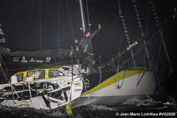 Charlie Dalin a franchi la ligne d'arrivée du Vendée Globe 2020 le premier, le 27 janvier 2021