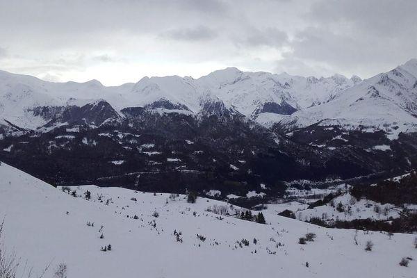 Les chutes de neige précoces font le bonheur de certaines stations de ski dans les Pyrénées.