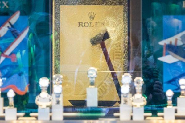 Comme dans cette bijouterie londonienne en 2018, des montres de luxe ont été la cible d'un cambriolage cette nuit dans une bijouterie toulousaine.