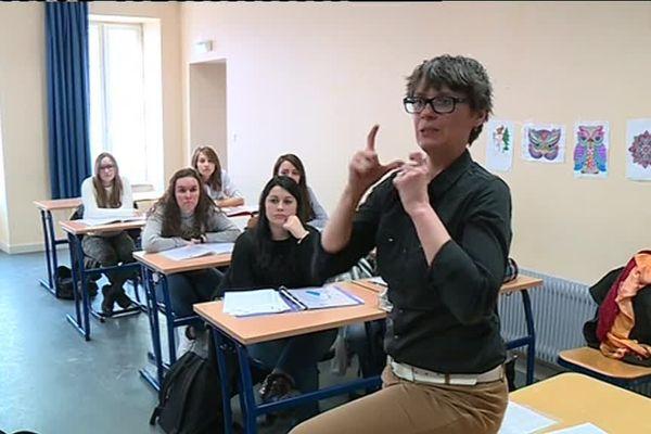 Aurélie Dumont, formatrice en langue des signes