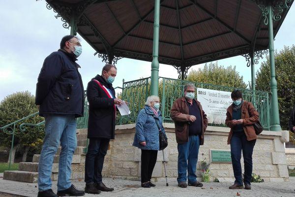 Une cérémonie en petit comité s'est tenue ce matin devant le kiosque à Baptiste sur le Pâtis à Tonnerre.