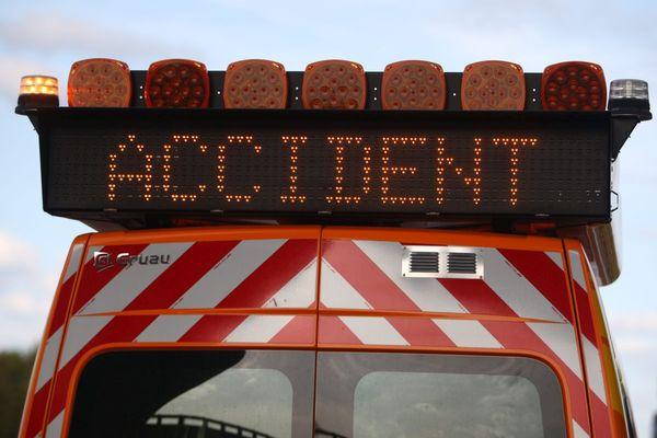 Un spectaculaire accident de la route s'est produit dans la nuit de mercredi à jeudi 9 septembre à Champs dans le Puy-de-Dôme, sur l'autoroute A71.
