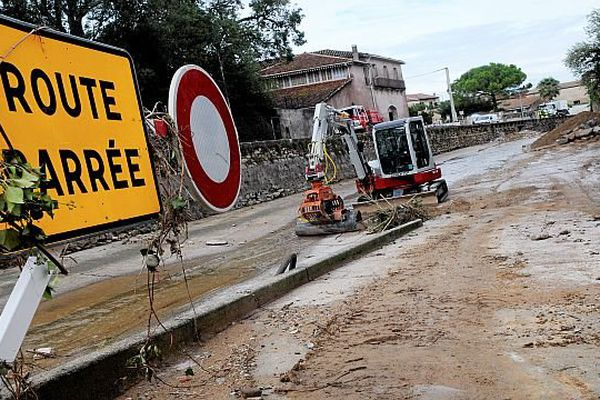 Hérault - le nettoyage après les inondations - archives