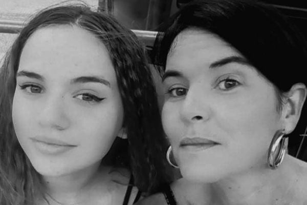 Alexandra Joris Bouvier nous a confié cette photo. Elle est avec sa fille Juliette qui s'est  suicidée le 1er mai 2021. Le combat de cette maman de Pessac est aujourd'hui d'alerter sur les dérives des réseaux sociaux.