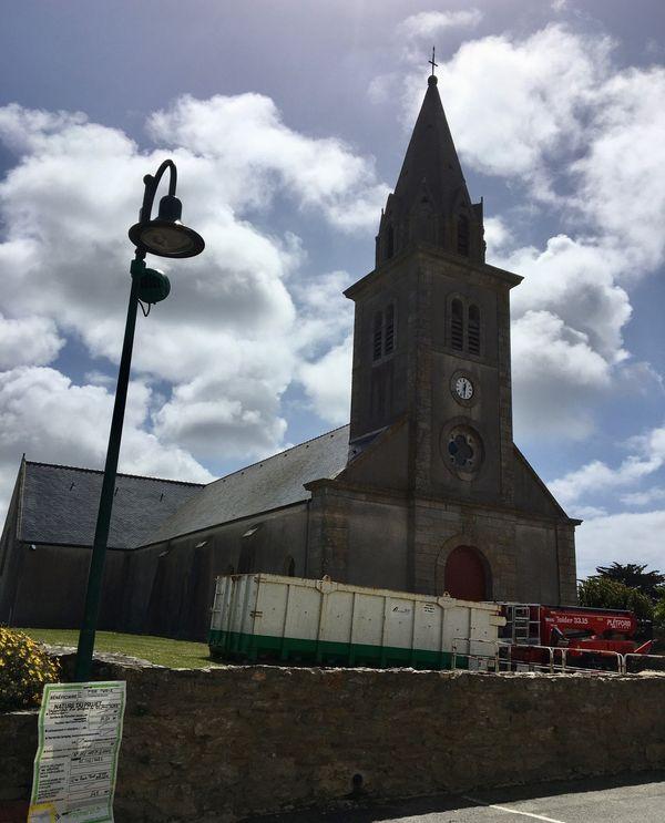 La nacelle garée devant l'église de Bangor, le 25 juin 2021