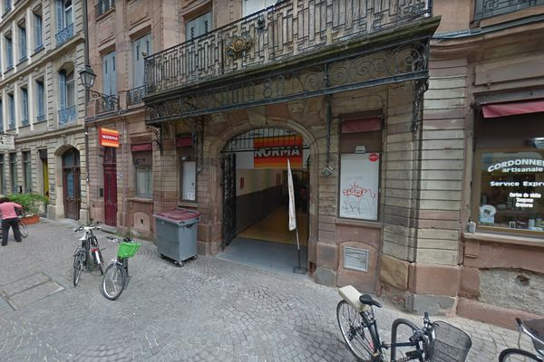 L'un des vols à main armée s'est déroulé au Norma situé Grand'rue à Strasbourg.