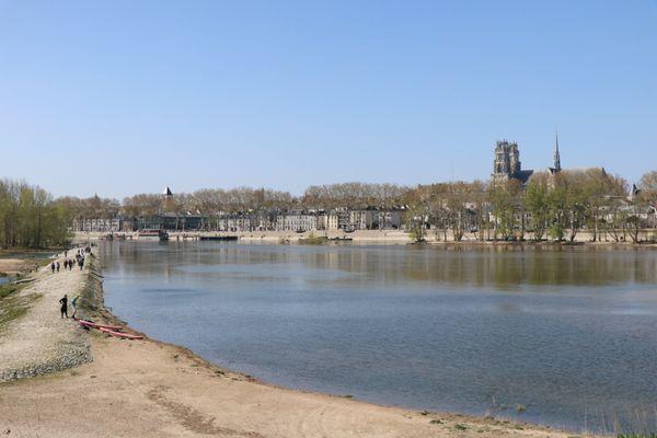 Orléans vue depuis la rive gauche de la Loire