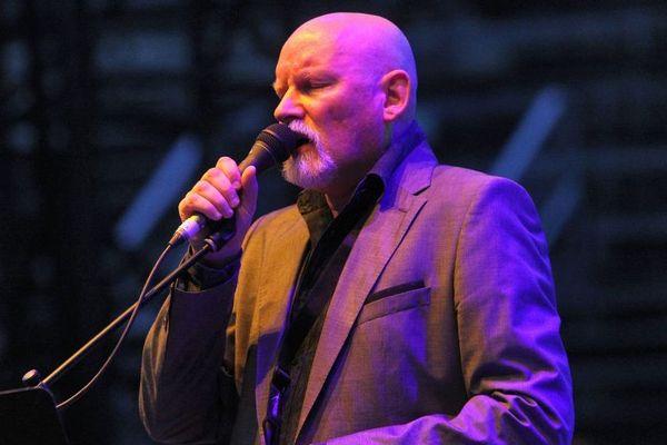 Brendan Perry en concert aux arènes de Nimes en 2013 avec son groupe Dead can dance