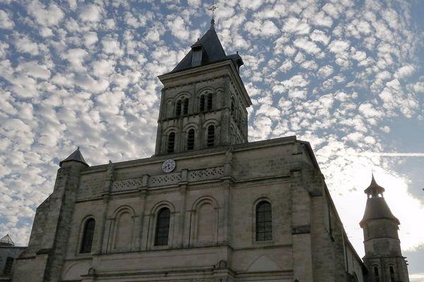 """""""La basilique Saint Seurin sous un ciel pommelé"""" via Arnaudbrukhnoff.com"""