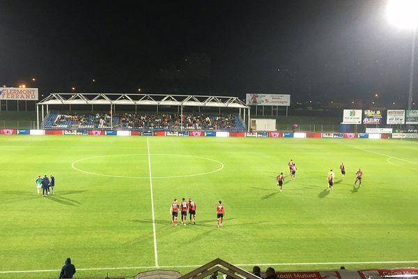 Le stade Montpied n'arrive pas à faire le plein pour les rencontres du Clermont Foot qui a pourtant gagné trois buts à deux sa rencontre contre Bourg-en-Bresse, vendredi 2 octobre 2015.