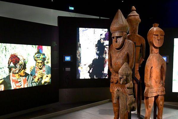 Exposition les derniers Kalash au musée des Confluences. -Effigies funéraires représentant des ancêtres.