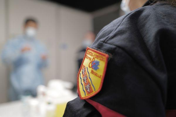 L'un des principaux syndicats de la profession (FA SPP-PATS) a déposé un préavis de grève nationale illimitée à  pour protester contre l'obligation vaccinale des pompiers.